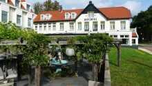 Hotellet har en dejlig terrasse,, hvor også frokosten kan indtages.