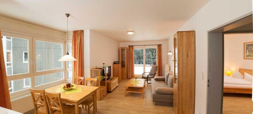 Nyd opholdet i en af hotellets lyse og rummelige lejligheder, som alle har egen balkon eller terrasse.