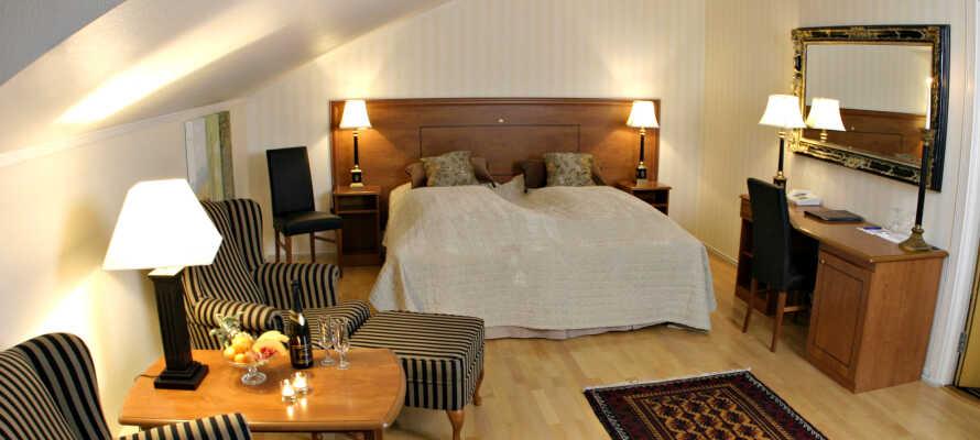Få en god nats søvn på moderne hotelværelser med sund og god morgenmad næste dag.