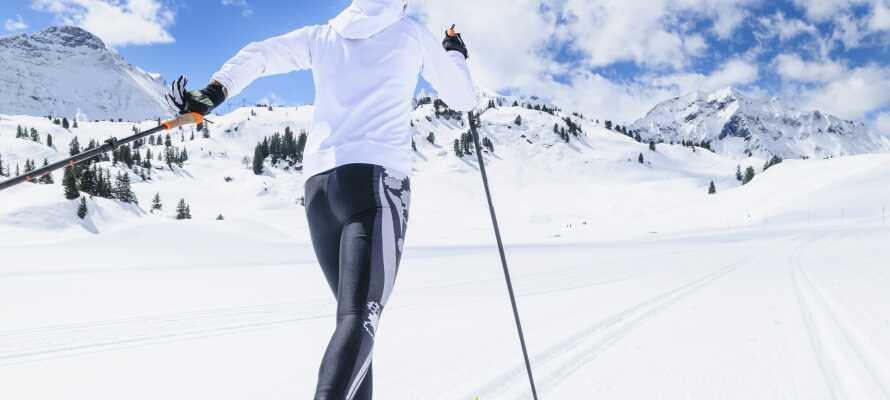 Upplev en härlig vintersemester med flera skidcenter nära till hands med olika skidspår.