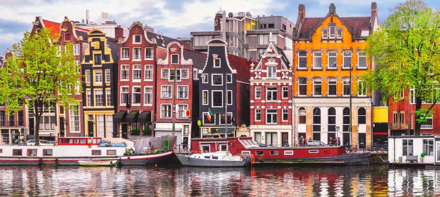 Den vackra kanalstaden och huvudstaden  Amsterdam ligger mindre än en timmes bilfärd från Rotterdam.