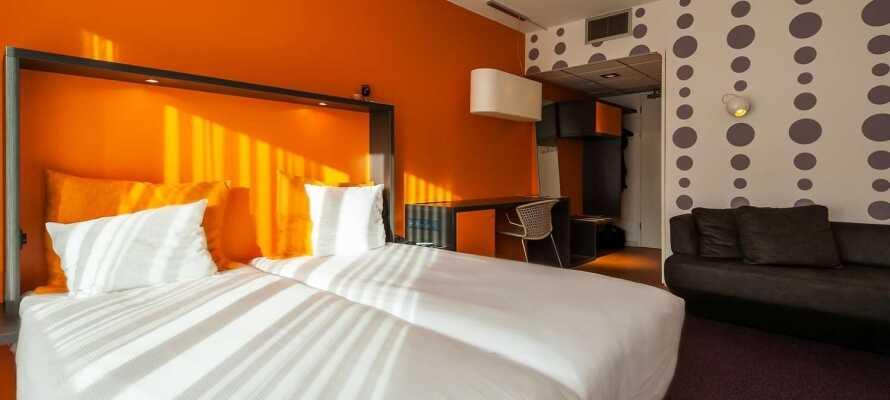 Die gemütlichen und modernen Zimmer sind mit warmen Farben gestaltet und bieten ein 4-Sterne-Komfortniveau.