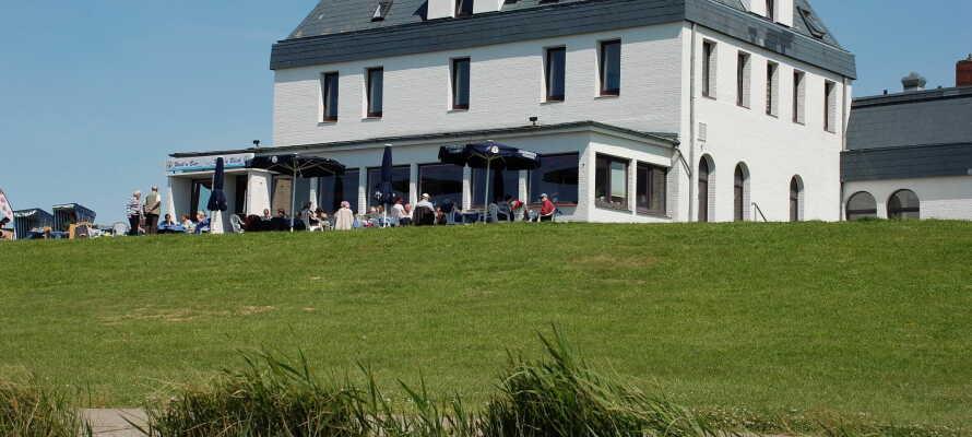 Strandhotel Dagebüll ligger fantastisk til med vann på flere kanter.