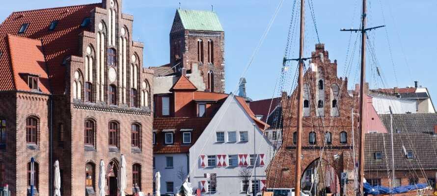 Hamnen i Wismar är en upplevelse i sig, en gåtur längs kajen rekommenderas för att uppleva de vackra omgivningarna.
