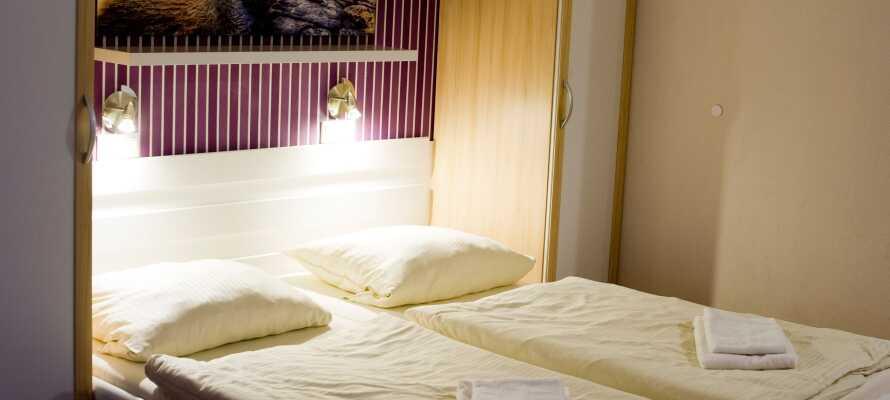Hotellet tilbyder små værelser, hvor I kan slappe af efter en oplevelsesrig dag.