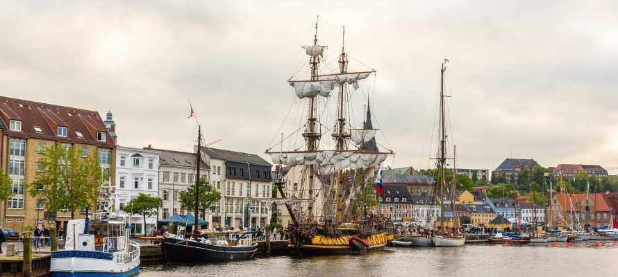 Flensburg er et besøg værd. Shopping, caféer, havn og lystbåde skaber en skøn stemning året rundt.