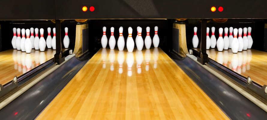 Hotellet har en egen bowlingbana där ni kan roa er tillsammans och uppmana ert ressällskap.