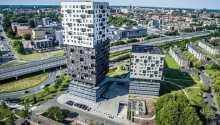 Hotellet er indrettet i en arkitektonisk perle af en bygning, skabt af en kendt fransk arkitekt i 2011