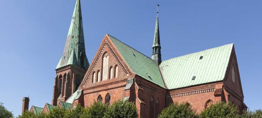 Domkirken i Meldorf er byens absolutte midtpunkt og her kan I opleve flere forskellige bygningsstile.