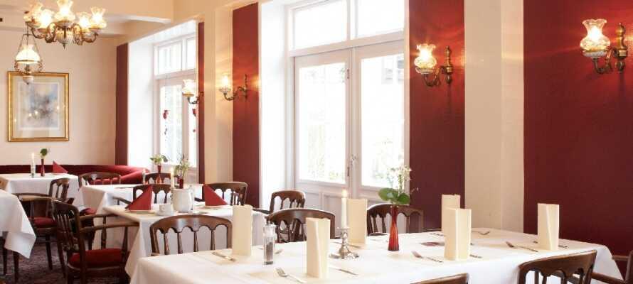 I hotellets restaurant kan I nyde en traditionel tysk middag i hyggelige og hjemlige omgivelser.