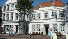 Hotel zur Linde ligger i den hyggelige lille by, Meldorf, I Schleswig-Holstein