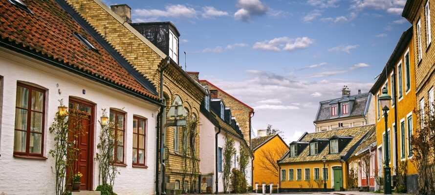Oplev Lunds charmerende historiske huse og brostensbelagte gader.