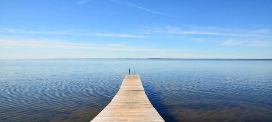 I närheten av hotellet finns det många badmöjligheter och sandstränderna är en del av Ölands naturupplevlser.