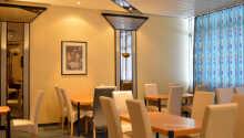 Essen Sie im Restaurant Kreuzeck, wo auch das Frühstücksbuffet serviert wird