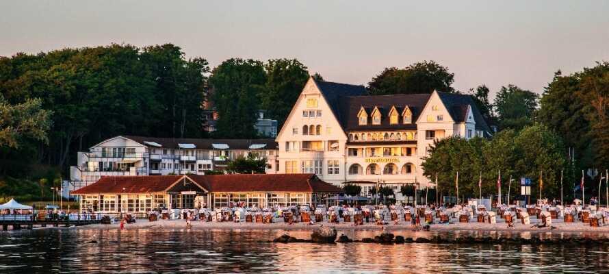Hotellets beliggenhet lever opp til navnet sitt som strandhotell.