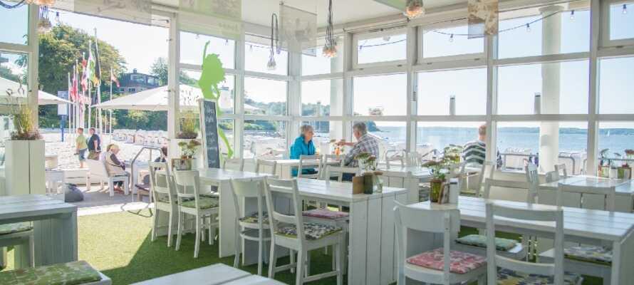 Nyd en luksuriøs miniferie på et dejligt strandhotel beliggende helt ned til sandstranden ved Flensborg Fjord.