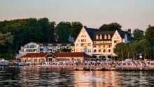 Hotellet ligger rett ned mot sandstranden ved Flensborg Fjord