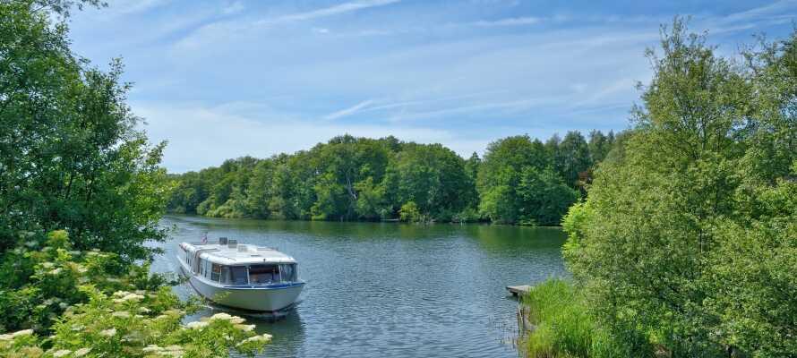 Fra hotellets eget færgeleje kan I komme ud på en uforglemmelig rundtur - den populære 5-Seenfahrt