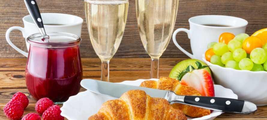 I får en ganske speciel morgenmadsoplevelse på hotellet med en ægte tysk 'Sekt'-morgenbuffet.