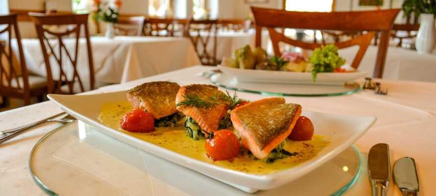Om kvelden har dere fritt valg på menyen i restauranten, hvor det serveres regionale retter.