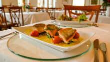 Till middag väljer ni fritt från hotellets meny