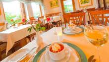 De nydelige rommene tilbyr god plass og behagelige rammer for oppholdet.