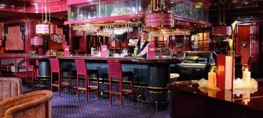 Rund en dejlig dag af i hotellets stemningsfulde cocktailbar, 'Fontana'