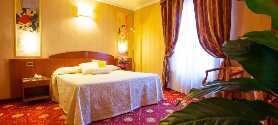 De hyggelige værelser er elegant indrettede med behagelige møbler og udgør en skøn base for Jeres ophold i Toscana.