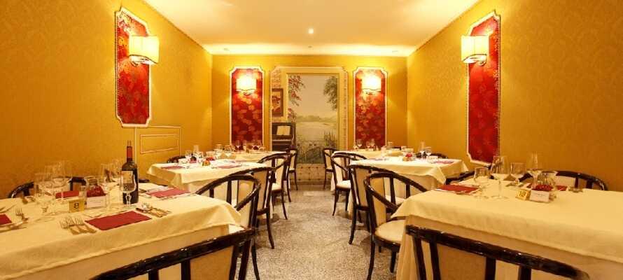 Hotellet har en egen restaurang, där ni kan njuta av ett spännande utbud av äkta italienska rätter i en mysig miljö.