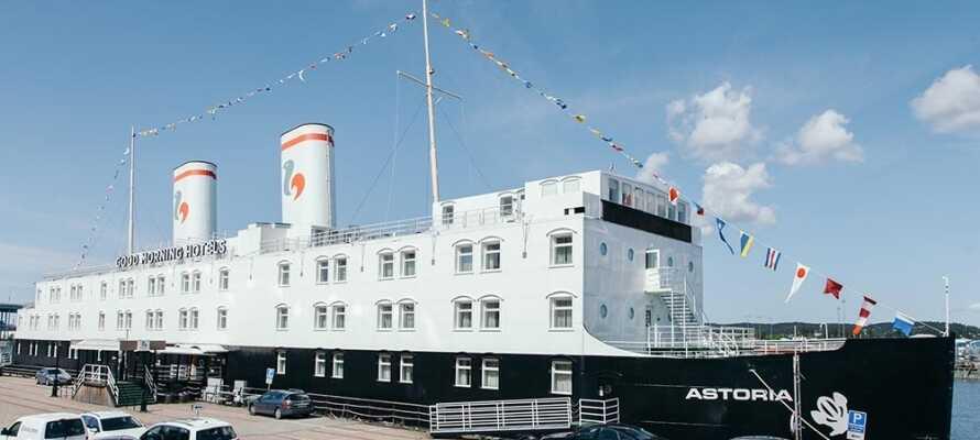 Få en unik hoteloplevelse med indkvartering på dette skib i Sundsvall indre havn