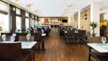 Hotellets restaurang med havsutsikt