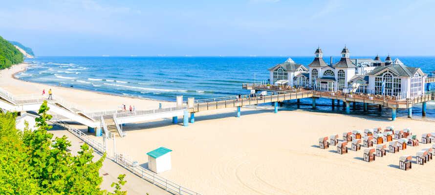 Rügen ist voller Erlebnisse und Sehenswürdigkeiten - machen Sie z. B. einen Strandausflug zum Badeort Sellin.