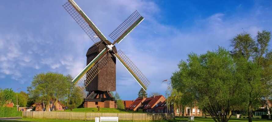 Besøg Papenburg som bl.a. byder på et skibsværft og hele tre charmerende hollandske vindmøller.
