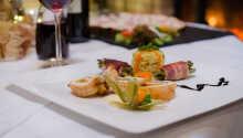 I restaurangen kan ni smaka på läckra regionala och internationella rätter.