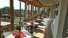 Från restaurangen och terrassen bjuds ni på en fin panoramautsikt.