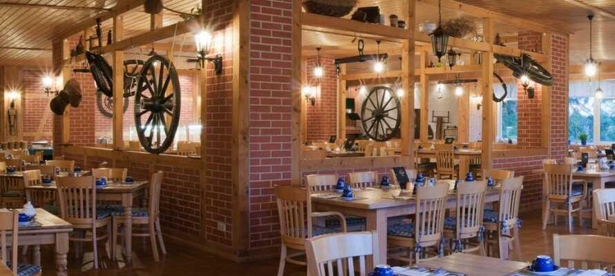 Et ophold med Risskov Bilferie inkluderer all inclusive, som kan nydes i den hyggelige restaurant.