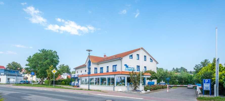 Hotel Haffidyll ligger skønt, lige ud til Salzhaff-bugten i den nordtyske badeby, Rerik