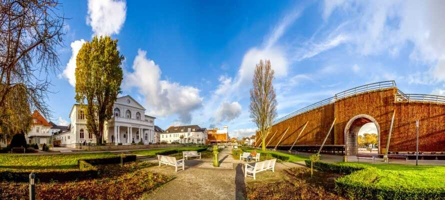 Zahlreiche Städte in der Umgebung, wie Bielefeld, Porta Westfalica oder Bad Salzuflen, laden zu einer Besichtigung ein