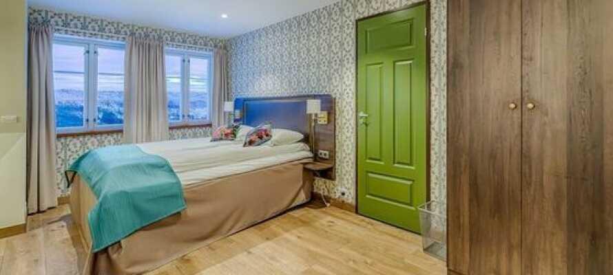 I bor på lyse og moderne værelser, som er rummelige og udstyret med eget badeværelse