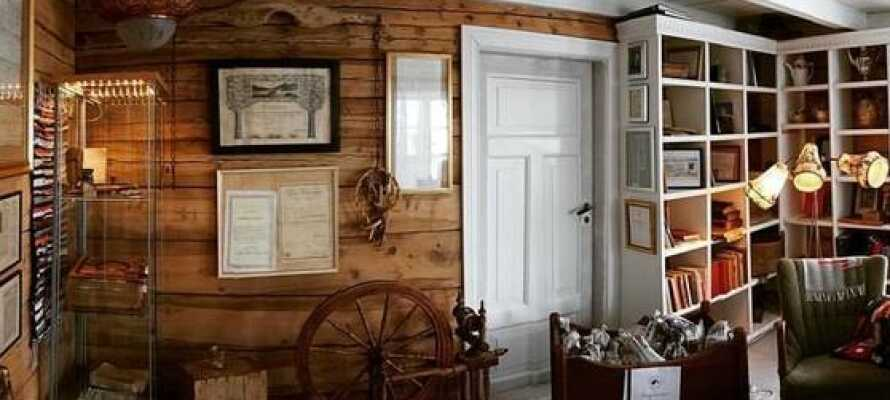 Hotellet har bevart deler av sitt historiske interiør, noe som er med på å gjøre det veldig koselig.