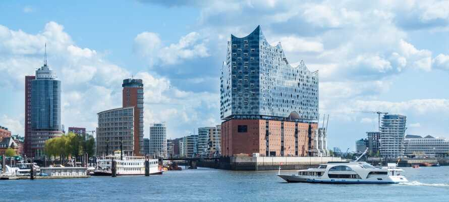 Besøk utsiktspunktet i den storslåtte Elbphilharmonien med utsikt over Hamburg by.