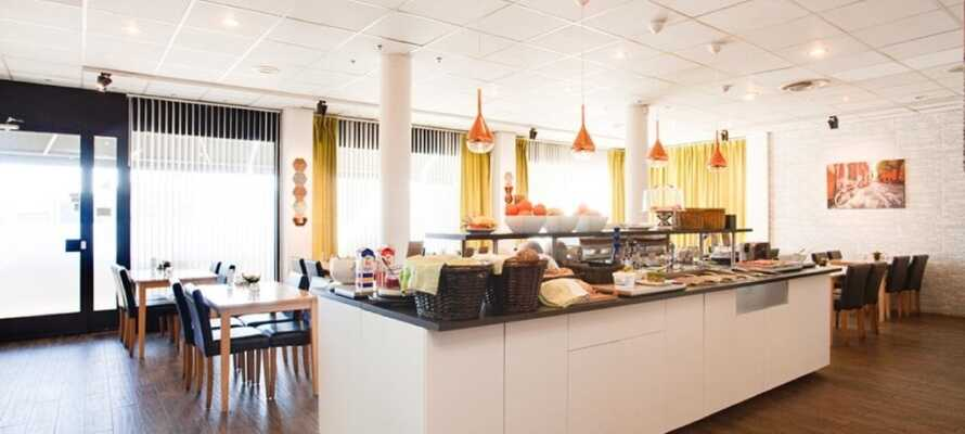 I hotellets hyggelige nærområde finder I både bowlinghal, golf, 'rackethall' og go-cart bane.