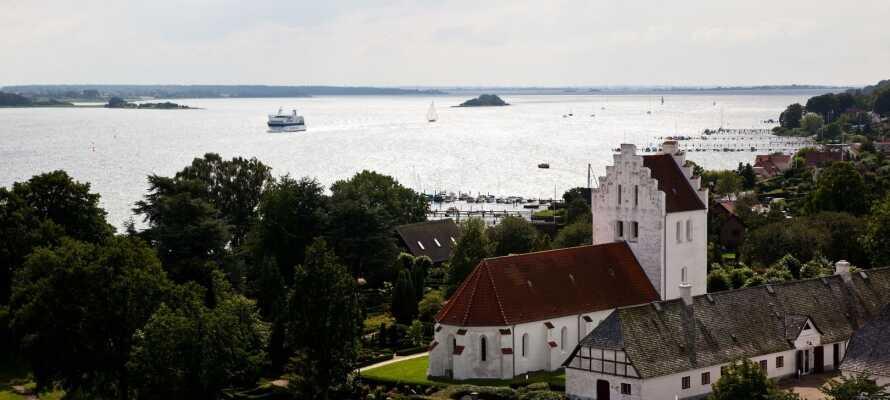 Kjør en tur til den sjarmerende sørfynske havnebyen, Svendborg og gjør et stopp ved Valdemar Slott på Tåsinge