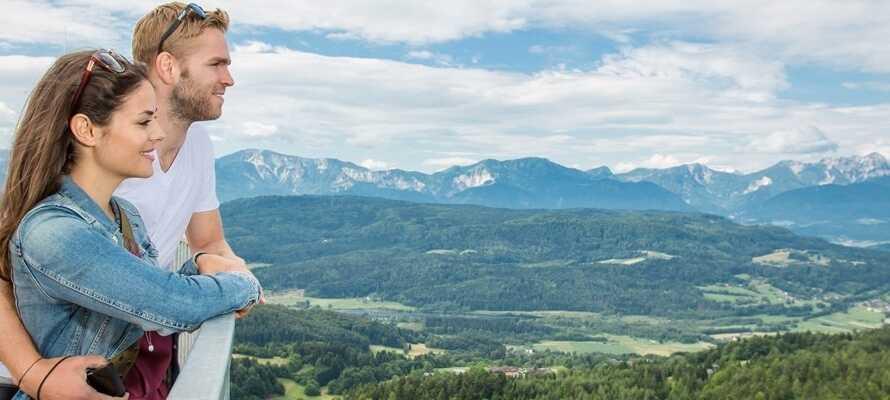 Upplev den fantastiska utsikten från världens högst utsiktstorn byggt i trä vid Aussichtsturm Pyramidenkogel.