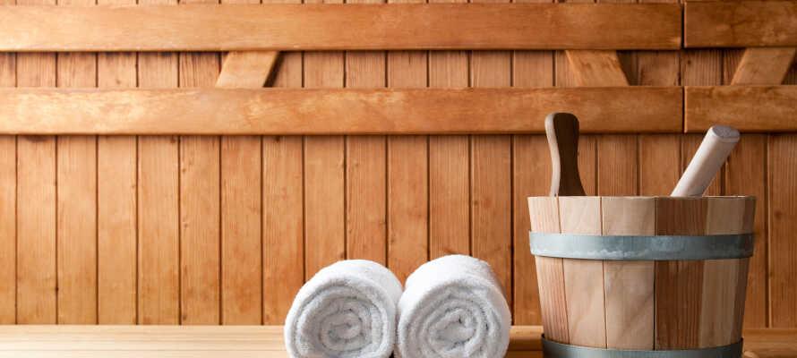 I hotellets wellnessområde kan I bl.a. slappe af med jacuzzi, infrarød kabine og finsk sauna