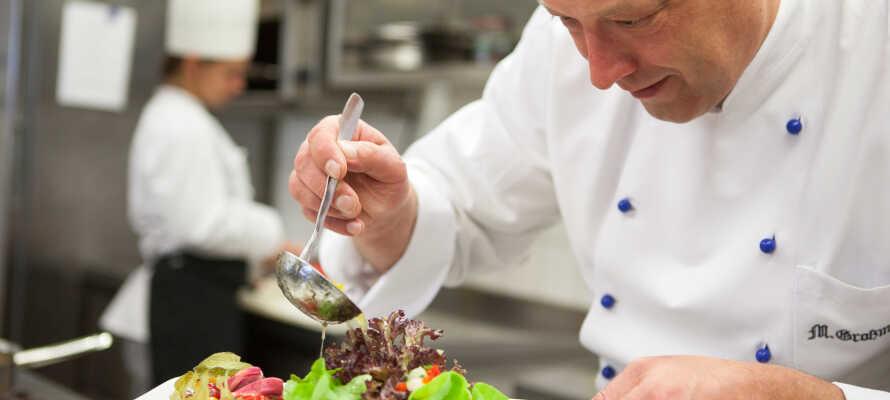 Die Speisen werden mit Liebe zum Detail zubereitet, wobei der Schwerpunkt auf Gesundheit und Wohlbefinden gelegt wird.