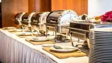 Der servers både morgenmad og aftensmad.