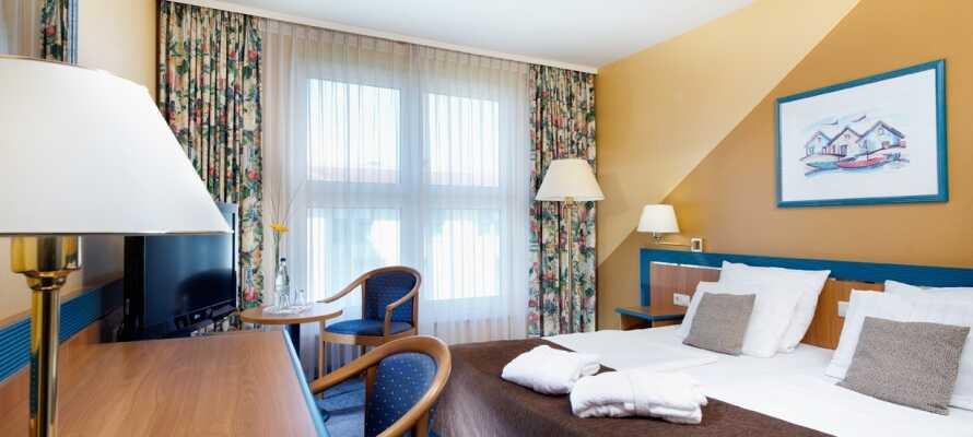 Hotellet är lugnt beläget och barnvänligt med pool, familjerum, lekrum och lekpark.