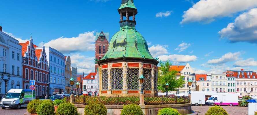 Wismar ligger kun en kort kjøretur unna hotellet. Dra inn og opplev den gamle handlebyen!