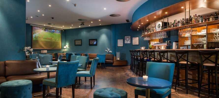 Nach einem langen Tag unterwegs kann man sich in der Lounge des modern eingerichteten Hotels wunderbar entspannen.
